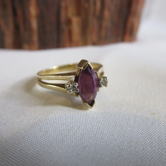 Vintage Jewelry - 10K Yellow Gold Amethyst Diamond Ring